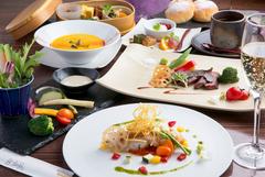 古民家カフェで楽しむ和洋折衷のコース。人気の牛サガリのステーキもお楽しみいただけます。