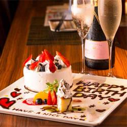 旬の前菜から始まり、贅沢なトリプルメインにホールケーキも付いた記念日におすすめコース!