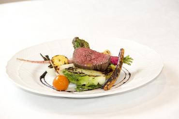 甘みの強い新鮮野菜と上質なお肉とのマリアージュ『小形牧場牛と野菜のグリエ』