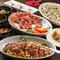 生ハム・チキン南蛮・牛ステーキと様々な種類のお肉をご堪能いただけ、150分の飲み放題+生ハム食べ放題付