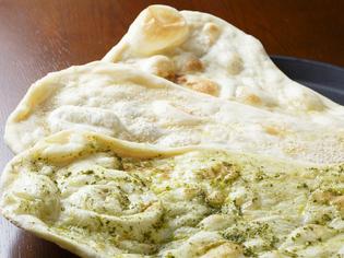 スパイスや小麦粉は、独自に開発したブレンドで調合!
