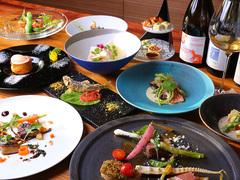 旬や京野菜などこだわりの食材をたっぷり使用し季節感じるコースとなっております。