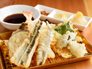 一口ごとに、サックリと耳の奥で音が響く『おまかせ天ぷら 八種』