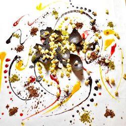 姉妹店「原宿ソロモンズ」で人気爆発!SNSで話題沸騰! 【日本初演出】お客様のテーブルが一枚のお皿に...