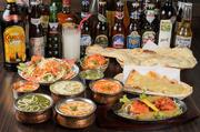 9種のカレーやサモサなど27種類のフードと、生ビールやラッシーなど22種類のドリンクが食べ飲み放題。