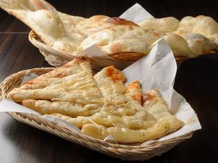 チーズがとろける手づくりの『チーズナン』