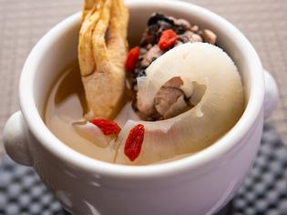 『薬膳スープ』は、乾燥食材の下処理に手間暇をかけて