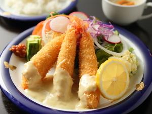 お腹も心も満たしてくれるふっくらジューシーな『ハンバーグ』(ライス・スープ付)