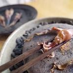 (5月~9月)淡路島産の「うず潮葱」に鱧を巻いて、それだけで十分『鱧しゃぶ』