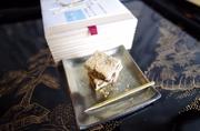 有機クーベルチュールチョコレートを使用し、乳化剤不使用の無添加です。 日本酒も香り、きな粉をまぶして、和菓子感覚でお楽しみいただけます。 24粒入り 約200g