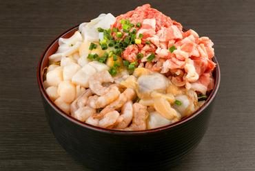 魚介も肉もこれ一つで味わえる!ボリューム満点がうれしい一押し看板メニュー『特製ごえもん』