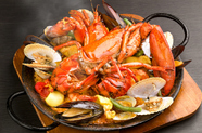 魚介類の旨みとおこげが食欲をそそる『オマール海老のパエリア』*要前日(週末3日前)予約