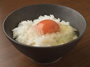旨味が凝縮した色鮮やかな卵にトリュフの香りを添えて。上質素材にこだわった『トリュフ香る卵かけごはん』