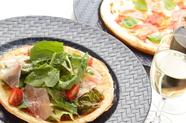 生ハムのサラダピザ