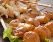 国産肉を使用した串焼き一例(各1本):鶏もも串/140円 つくね/140円 なんこつ/180円 手羽串/140円