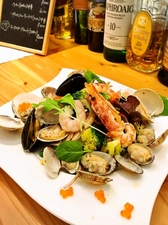 たくさんの魚介と季節の野菜の旨みを満喫できる『海の幸のサラダ』
