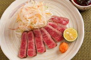 本当においしい部位を厳選し素材の味を生かす調理法で『国産和牛のたたき』