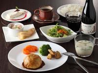 前菜2種・サラダ・パイ包みハンバーグ・ご飯・豆乳みそ汁・ドリンク&デザート