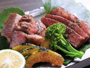 ほどよくサシが入った、とろける味わい『九州産黒毛和牛のステーキ』