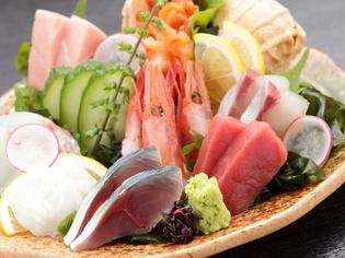 旬の鮮魚を毎日仕入れ、たっぷりと盛り合わせてお届け