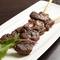 ほどよい肉の食感にやみつき『牛ハラミのハーブソルト串(スピエディーニ)』(1本)