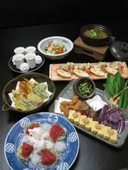 創作和食の大皿料理をお好きに取り分けて、気軽に楽しめる宴会プランです