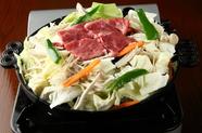 日本のブランド牛を野菜を一緒にたくさん味わえる『ジンギスカン 松坂牛』は、人気No.1メニュー