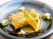 ソースにこだわった『白身魚と魚介の京湯葉巻き オレンジサフランソース』