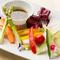季節によって野菜が変わる『いろどり野菜のバーニャカウダ』