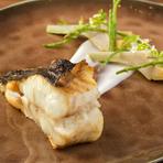 バスク地方の郷土料理を和の食材で『なめたカレイの骨付き焼き 軽いピルピルソース』