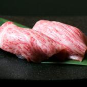 A5ランクの国産和牛が味わえる『和牛あぶり寿司』とろけるような舌触りが魅力です