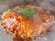 「ぐぅぐぅ」の基本、ふんわりした食感の広島焼き『そば・肉・玉子入』。キャベツの甘みを楽しめます
