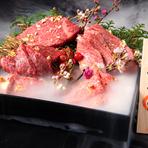 神戸牛を定期的に一頭買いすることで、常に最優秀の神戸牛をご準備しております!舌の上でとろける…甘さと香りに舌鼓。