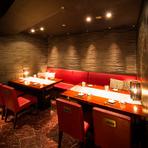 高級感あるシンプルモダンな落ち着いた雰囲気。各テーブルには無煙ロースターが設置されているのでデートの時でも気兼ねなく食事ができます。誕生日や記念日などの特別な日に最適。