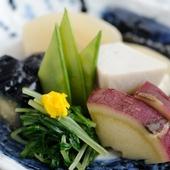 旬の野菜を使い、熟練の技で仕上げた『野菜の炊合せ』