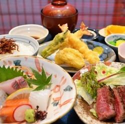 自慢の黒毛和牛ステーキ/天婦羅/旬の魚を使った一品など全10品。団体割引アリ