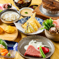 神戸ポークプレミアムと黒毛和牛ダブル。「この価格でこのランクの肉は大満足」と好評です。お造り明石焼も