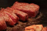 厳選された牛肉のあっさりとしたうま味と甘み『但馬牛 神戸ビーフサーロインステーキ 100g』