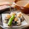 金胡麻味噌がアクセントの『黒ごま豆富の田楽』は、黒ごまの豊かな風味とモチモチした食感が特長