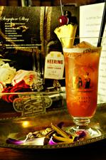 鮮やかな夕陽の色を、オリジナルレシピで再現『シンガポールスリングラッフルズホテルスタイル』