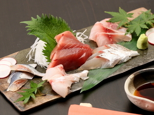 目利きして仕入れた旬の魚を味わえる『お刺身の盛り合わせ』