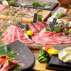 霜降り牛の肉寿司をはじめ、希少部位や高級食材を使用した逸品が並ぶ29houseオリジナルプランです