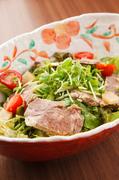旬菜と牛タンのコラーゲンサラダ