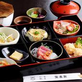 【宝来家】の味を堪能できる『松花堂弁当』