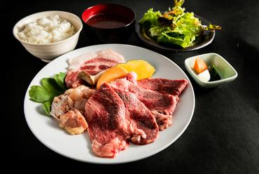 ランチタイム限定!ブランド肉を満喫できる『金城焼肉定食』