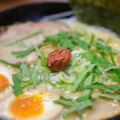 サッパリと食べられる風味豊かな『塩ラーメン(こってり)』