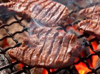 備長炭で香ばしく焼き上げた『厚切りトロ牛タン炭焼き』