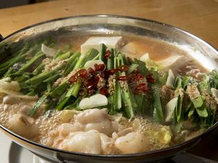 コラーゲンたっぷりの絶品スープで食す、ぷりぷりの牛もつ鍋