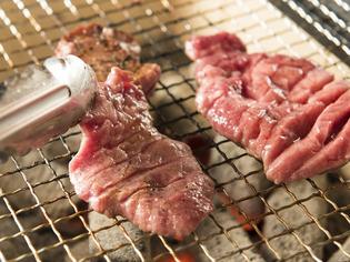 仙台から直送の、厚切り牛タンはぜひ食べていただきたい逸品