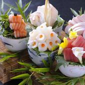 毎朝市場で目利きしたものや、産地直送の新鮮魚介でつくる『おまかせ造り盛り』